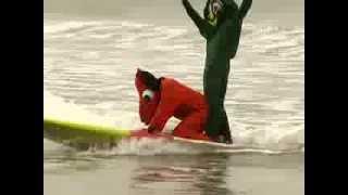 Хэллоуин на сёрфе: кто во что горазд! (новости)(http://www.ntdtv.ru Хэллоуин на сёрфе: кто во что горазд! Американские серферы провели заплыв в честь Хэллоуина...., 2013-10-28T07:33:14.000Z)