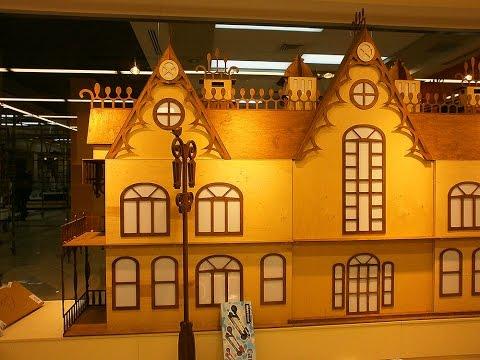 Cмотреть видео онлайн Изготовление модели замка из фанеры размещенного в витрине магазина.Manufacturer model castle