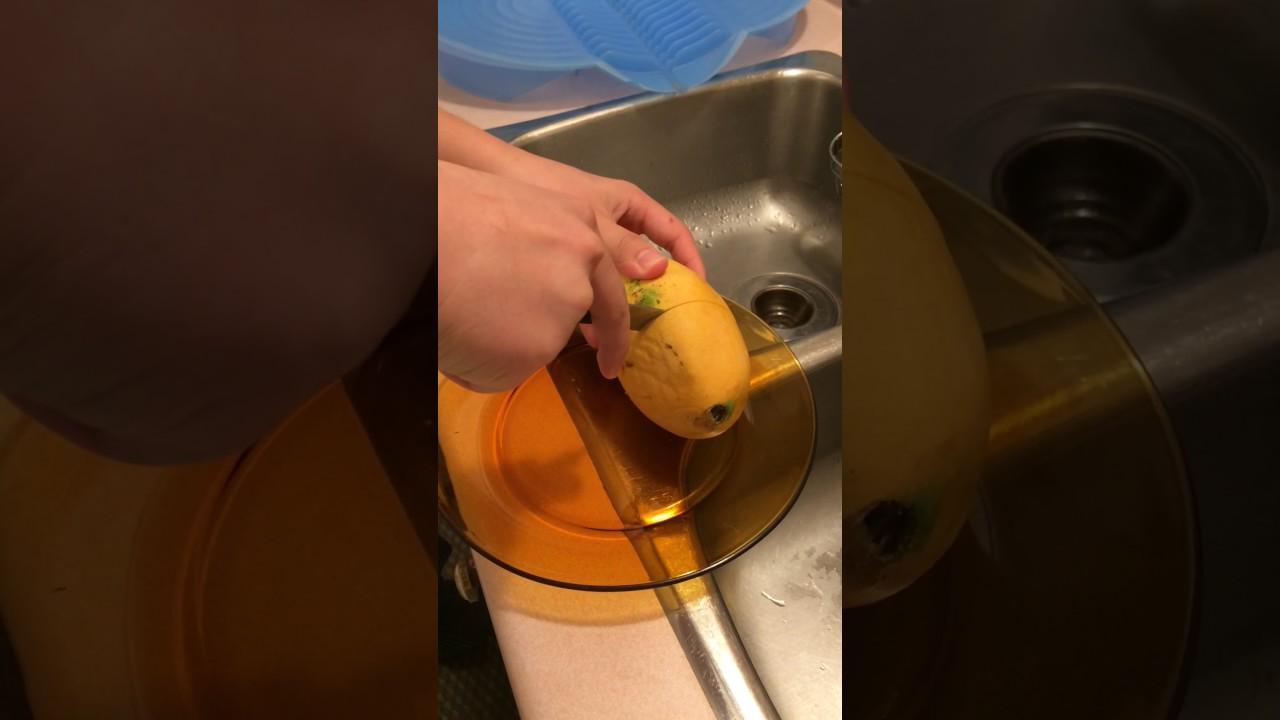 How To Cut Open A Mango