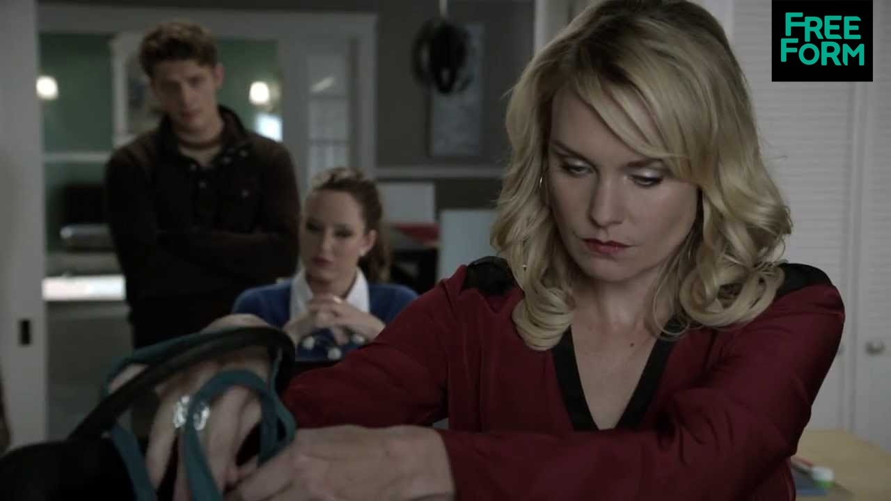 Download Ravenswood - Episode 3, Clips: Luke and Olivia Confront Their Mom | Freeform