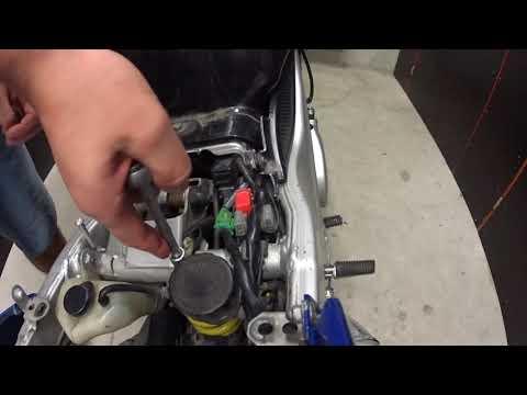 Yamaha TDM850 battery removal