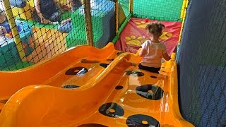 Playground Fun for Kids /Indoor Play Area / Área de Juego para los Niños /Videos for Kids /