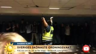 Svenska ordningsvakten dansar tills alla går hem