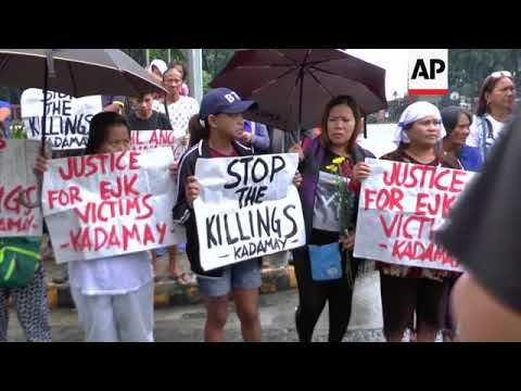 Philippine families protest over 'extrajudicial killings'