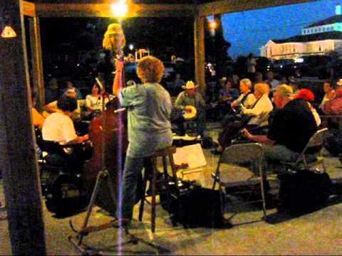 Mountain View, Arkansas - music in the off season