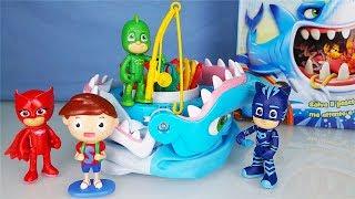 SFIDA lo SQUALO: i Pj Masks Super Pigiamini sfidano Splash! [Challenge divertente]