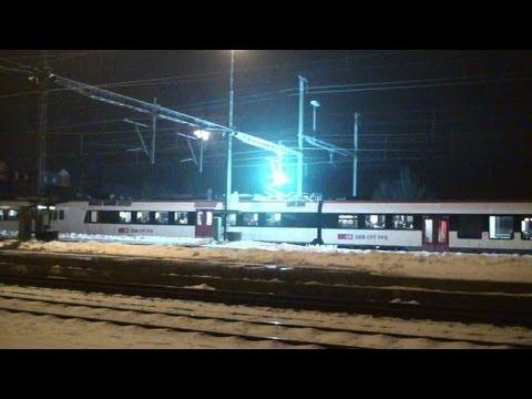 Züge unter Strom, Bügelfeuer à la carte, Pantograph sparks,vereisste Oberleitung - Zug