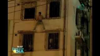 Rescatan a un suicida en una impresionante maniobra aérea