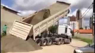 Desastre Caçamba Tomba No Descarregamento