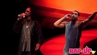 Repeat youtube video Drake Brings Out Snoop Dogg in L.A.
