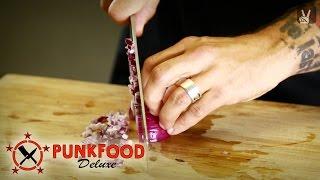 Kitchen Basics: Zwiebeln richtig schneiden!
