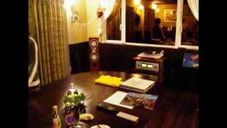 家のレコードで聴く南部俵積み歌の太鼓好きな湖梅(こうめ)2.5歳です。