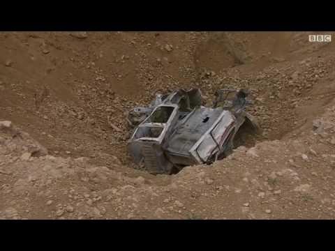"""بي بي سي تزور """"حفرة الموت"""" في الموصل"""