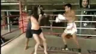 Repeat youtube video ตลกญี่ปุ่นมาฝึกมวยในไทย ฮามาก ๆ