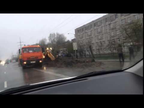 В Томске чинят водопроводную трубу