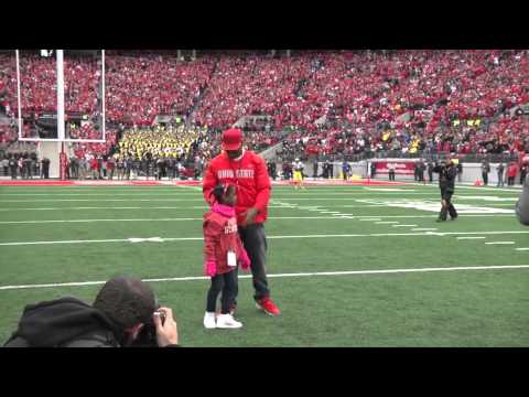 Ohio State football legend Troy Smith enshrined