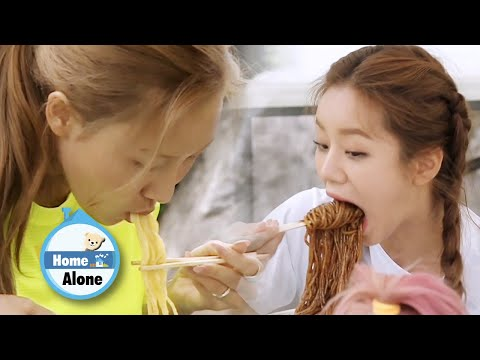 Hye Ri Eats A Fistful Of Jjajangmyeon At One Bite [Home Alone Ep 300]