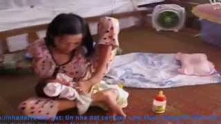 Cảm động người mẹ khuyết tật nuôi con