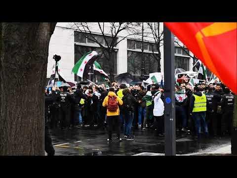 Berlin: Anti-Assad Demonstranten durchbrechen Polizeikette und attackieren Gegendemontranten