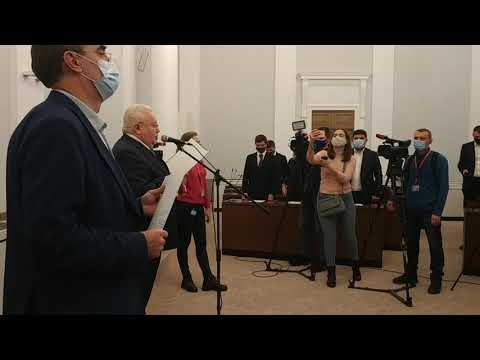Вголос. Інформаційне агентство: Депутати Львівської міськради прийняли присягу без Садового