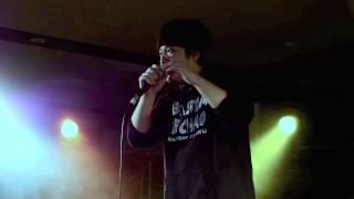 岡崎体育です。 ライブ映像です。SNACKの。