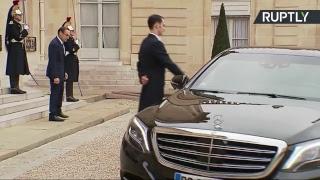 الرئيس الفرنسي يستقبل الحريري وعائلته في الإليزية (فيديو) | المصري اليوم