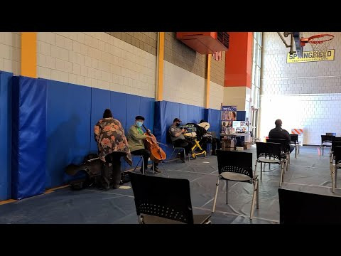 Yo-Yo Ma plays for fellow vaccine recipients