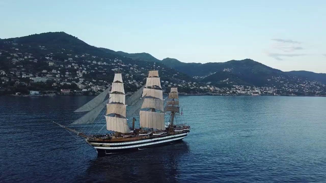 Nave Vespucci a Genova per l'inaugurazione del nuovo ponte San Giorgio