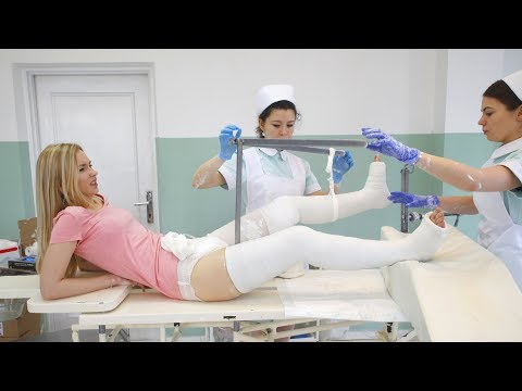 What Happened to Mary?! 🚑 She gets Hip Spica and Long Leg Plaster Casts!Kaynak: YouTube · Süre: 1 dakika25 saniye