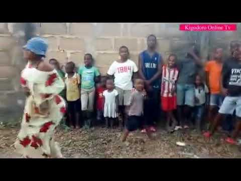 Download Usiangalie hii video na watoto