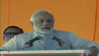 'Hawalabaz' are scared after BJP took action against black money: PM Modi