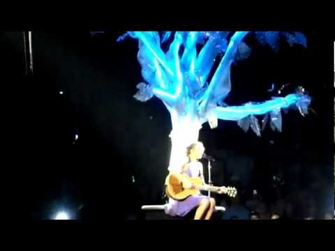 Taylor Swift Sings Avril Lavigne, Justin Bieber and Nelly Fertado Live July 16 2011