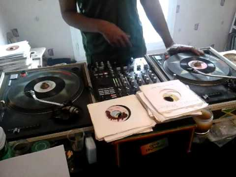 Mix Reggae Session Roots 1982/2012 - Selecta Douroots