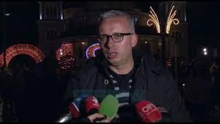 """Korçë, qindra qytetarë ndjekin """"festivalin e dritave"""" - News, Lajme - Vizion Plus"""