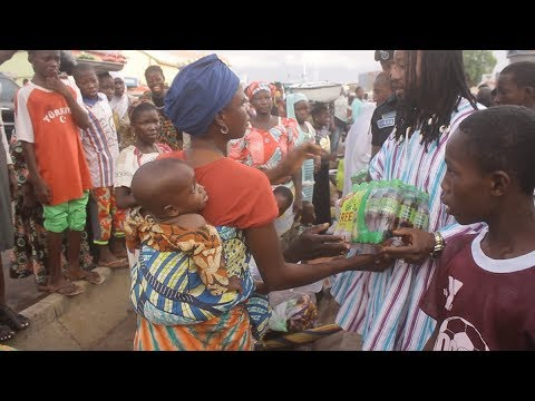 Chief Gariba The Philanthropist Gives to The Poor & Orphans on Salah Day