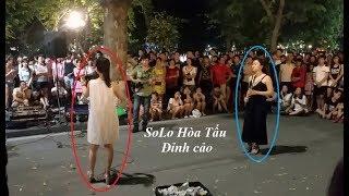 Màn Solo Hòa Tấu Kịch Tính Của Hai Nữ Nghệ Sĩ Trên Phố Hà Nội