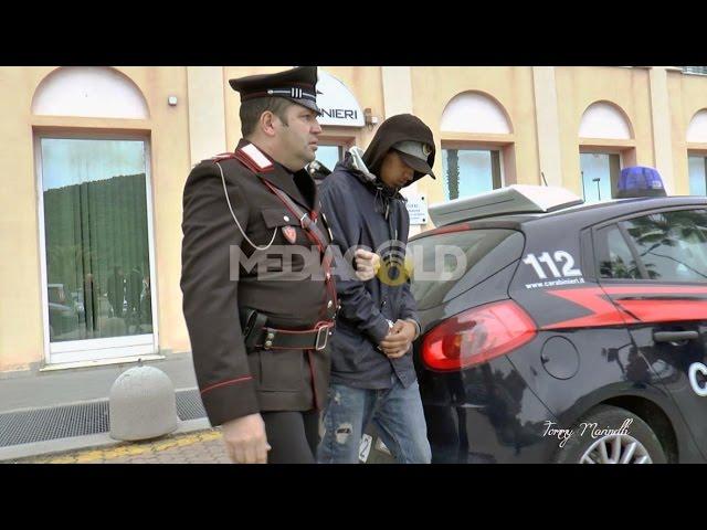 Albenga: immagini dell'arresto del borseggiatore marocchino MAAIT Soufiane: video #1
