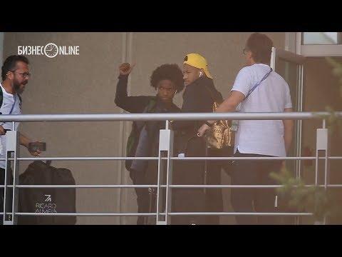 Сборная Бразилии в Казани: Неймар приехал с золотым рюкзаком