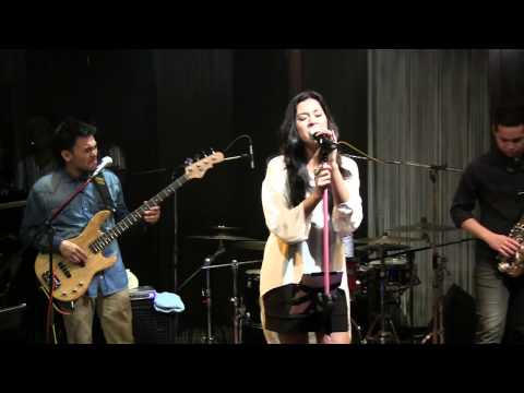 raisa-with-blp-apalah-arti-menunggu-at-mostly-jazz-120712-hd