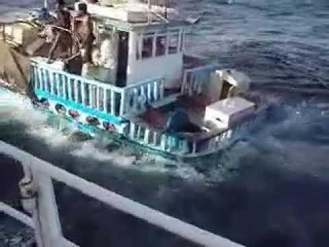 غرق مركب ايراني يكشف عن دنانير كويتيه  مزورة