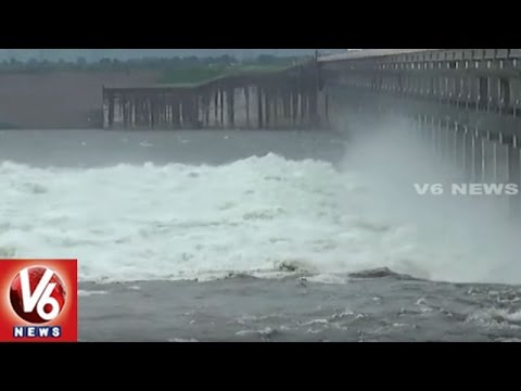 Water Level Rises In Yellampalli Project With Heavy Inflow | Officials Lifted 18 Gates | V6 News