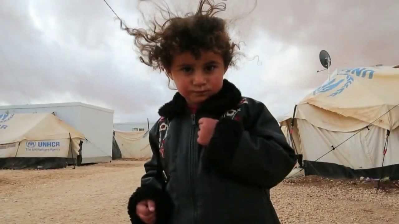 Refugiados da Síria se preparam para um rígido inverno