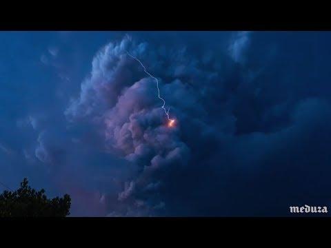 Вихрь молний при извержении вулкана на Филиппинах 🌋⚡