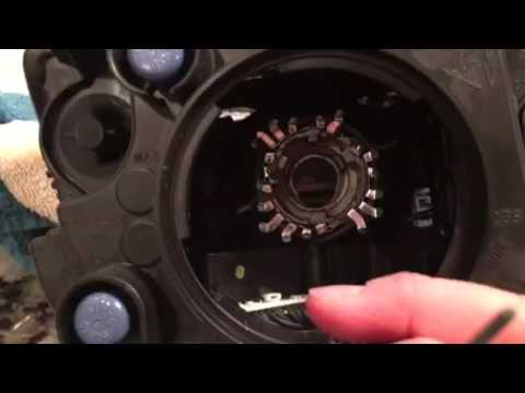 how to change light bulb in jeep grand cherokee