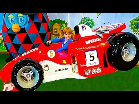 Видео для детей Анюта гуляет по торговому центру и играет в игровые автоматыиз YouTube · Длительность: 6 мин18 с