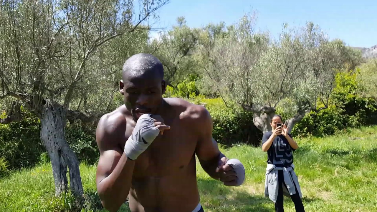 Boxing camp holiday in sunny Spain altitute training  (www punchcamp-spain com)