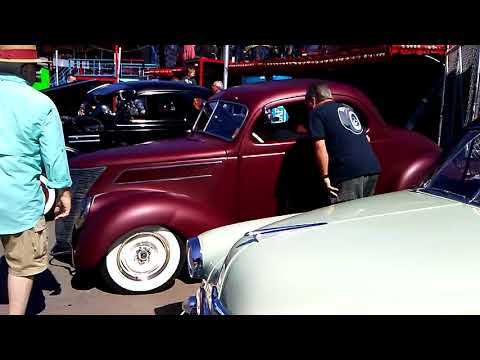 Crazy rumbler Hotrod on Coney Island lot of cool custom cars baby