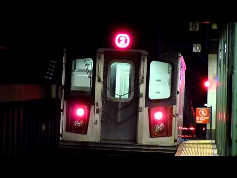 R142 2 and R62 3 trains at Eastern Parkway - Brooklyn Museum