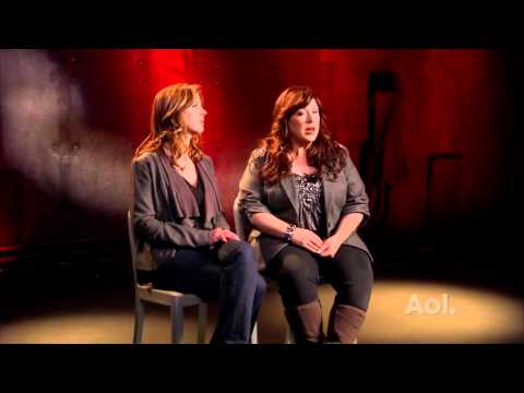 Wendy and Carnie Wilson (2/3 Wilson Phillips) interview Dec.17.2010