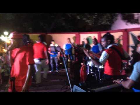 EN TRINIDAD, CUBA  !!!! GRUPO ACHE SON BAILANDO VERSIÓN SALSA!!